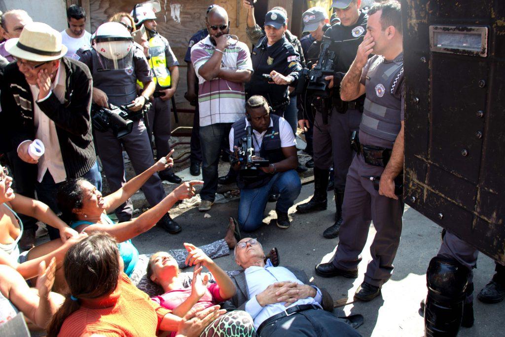 Eduardo Suplicy é detido pela Polícia Militar
