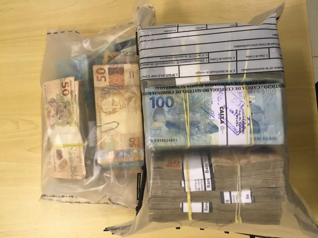 Dinheiro aprendido por volta de 300 mil reais