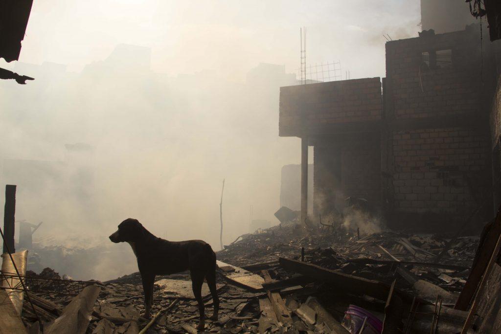 Incêndio atinge casas em Paraisópolis